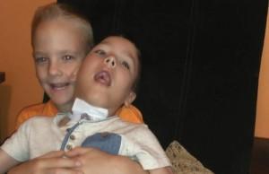 Pomoc  dla niepełnosprawnych bliźniaków