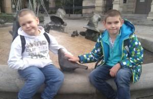 Bracia z Zespołem Aspergera potrzebują Twojej pomocy